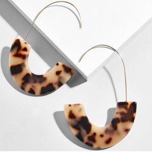 NWOT Anthropologie baublebar resin hook earrings